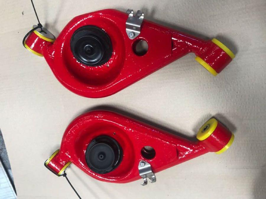 red spring pans